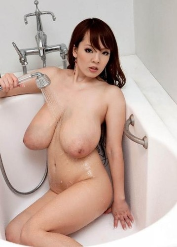 Hitomi Tanaka   Busty Shower Flower